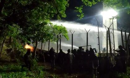 Il video delle tensioni in Val Susa, no Tav respinti con lacrimogeni e idranti