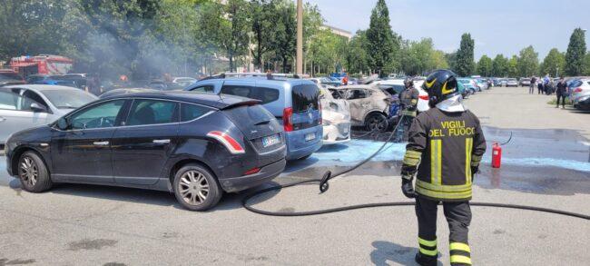 Auto incendiate a Torino