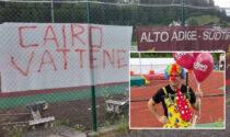 Bambini, palloncini e clown per la contestazione anti-Cairo