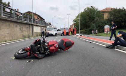 Schianto tra auto e moto, muore centauro 40enne a Beinasco