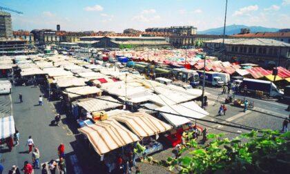 Uomo ucciso a coltellate in piazza della Repubblica, l'omicida tenta il suicidio