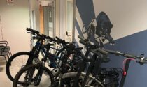 Scoperto un tesoretto fra bici, monopattini e accessori digitali rubati: 2 fermi