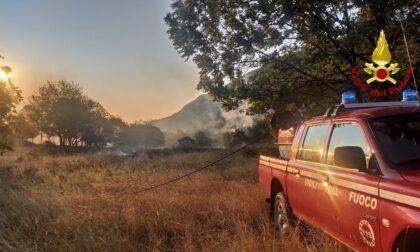 Le foto dell'incendio a San Giorgio di Susa, in fiamme mezzo ettaro di vegetazione