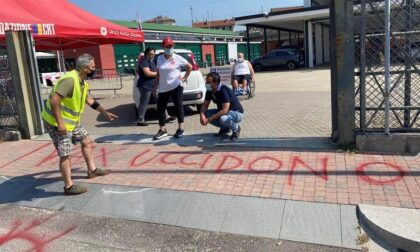 Assalto No Vax all'hub vaccinale di Moncalieri