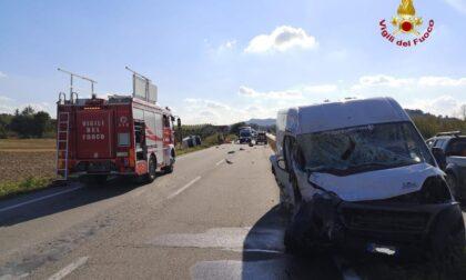 Scontro tra furgoni ad Alba: muore autista torinese di 21 anni