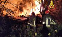 Incendio ad Avigliana: a fuoco una grande quantità di legname