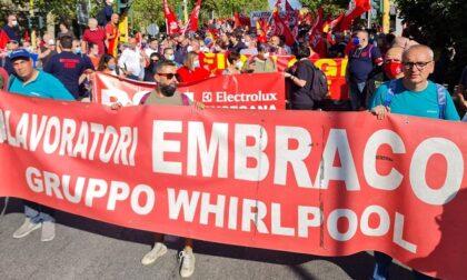 Lavoratori ex-Embraco in prima fila alla manifestazione nazionale di Firenze