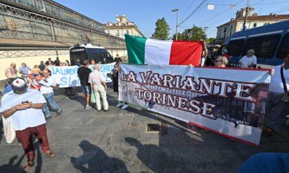 """Tensioni per le proteste """"No Green pass"""" nel centro di Torino"""