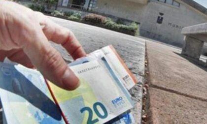 Anziana trova 400 euro su un marciapiede, li consegna ai Vigili e rifiuta la ricompensa