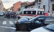 Guida la Porsche con le infradito, si schianta e investe i carabinieri