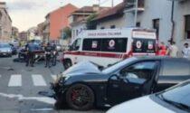 Guida in infradito una Porsche da 100mila euro: si schianta e investe due Carabinieri