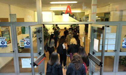 Portano a scuola i figli senza aspettare l'esito del tampone: 2 classi in quarantena