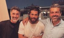 Il trio delle meraviglie: Can Yaman, Luca Argentero e Raoul Bova abbracciati in uno scatto