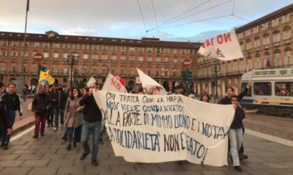 """A Torino manifestazione a sostegno di Mimmo Lucano: """"La solidarietà non è un reato"""""""