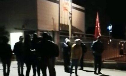 Scalenghe, lavoratori della Plus Service da 3 giorni in sciopero davanti ai cancelli dell'azienda